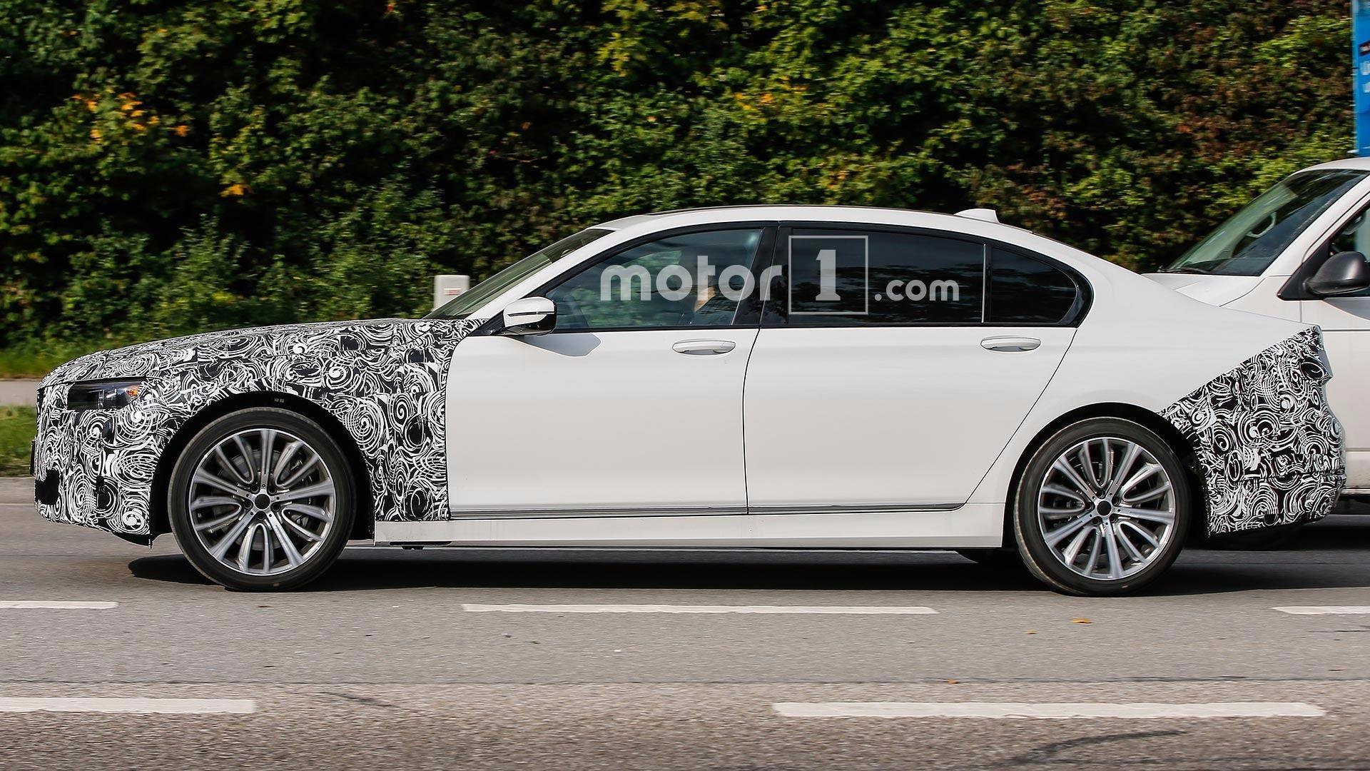 Обновлённый седан БМВ 7-Series 2018 заметили на трассах Германии