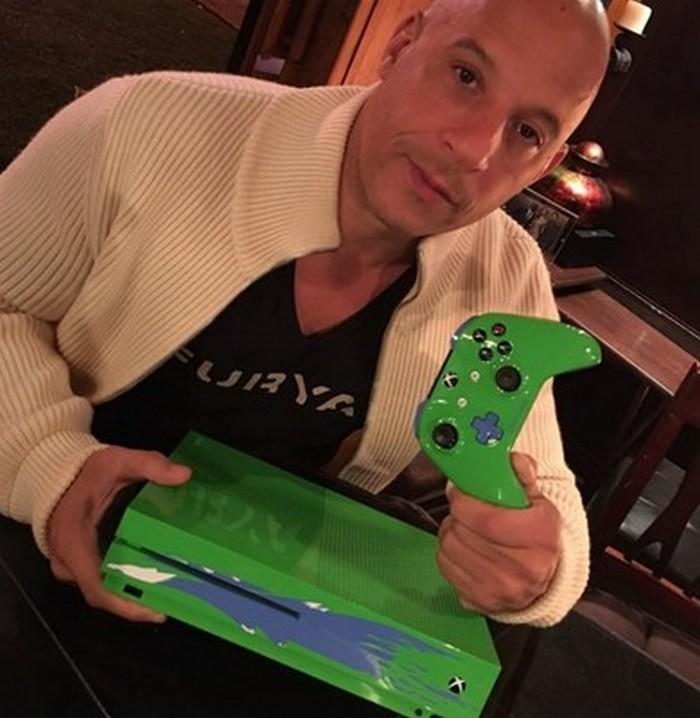Microsoft выпустил Xbox One Sвчесть артиста Пола Уокера