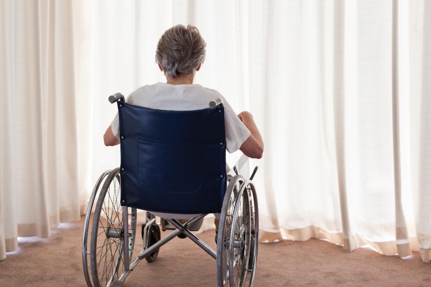 ВПетербурге лже-инвалид украла кресло-каталку