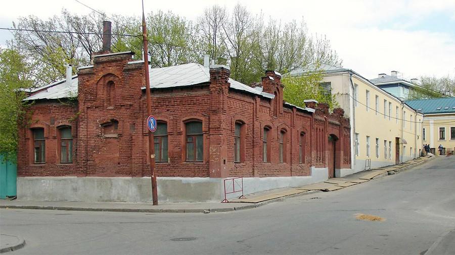 Сооружение конюшни XIX века вцентре столицы выставлено наторги