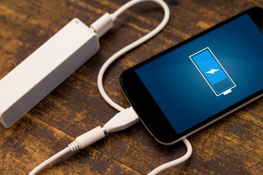 Специалисты: Зарядка телефона напротяжении ночи ухудшает работу девайса