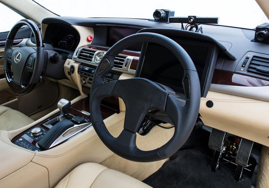 Тойота тестирует беспилотное авто с 2-мя рулями