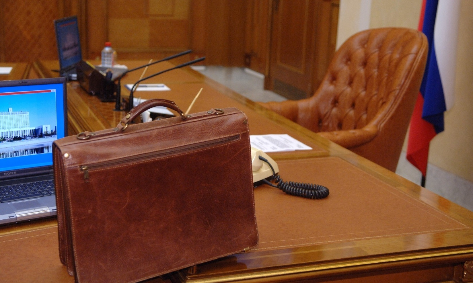 Вернувшийся изподозрительной поездки в столицу России губернатор Назаров собрался наТВ