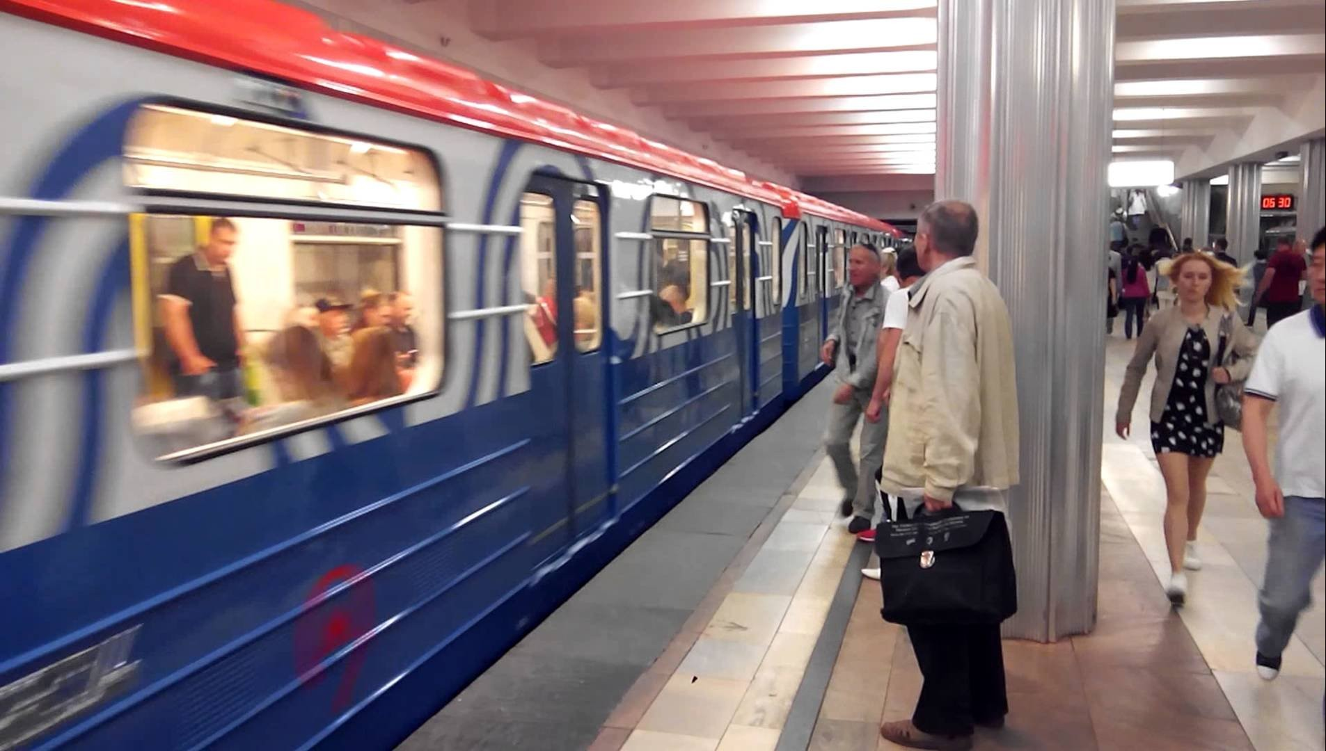 В столицеРФ произошло задымление вагона поезда наБутовской линии метро