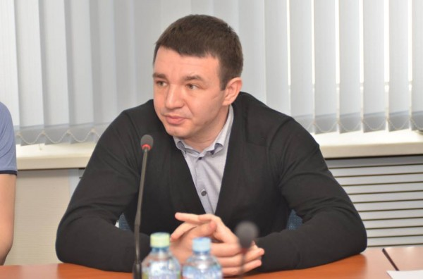 Тренер сборной России по боксу извинился за провал на ЧМ