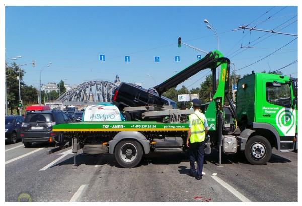 На Варшавском шоссе в Москве столкнулись семь автомобилей