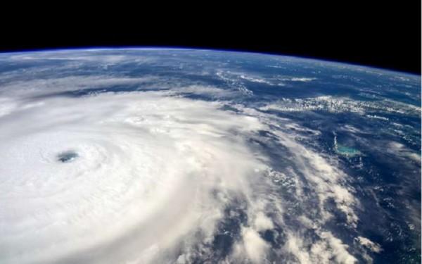 Появилось видео урагана