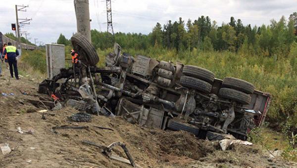 Число пострадавших при столкновении поезда с грузовиком в ХМАО  выросло до 15 человек