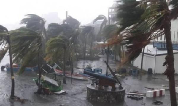 В сети появилось видео огромной воронки урагана