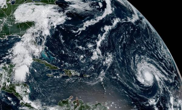«Ирма» продолжает путешествовать: Какой вред нанёс ураган и что будет дальше?