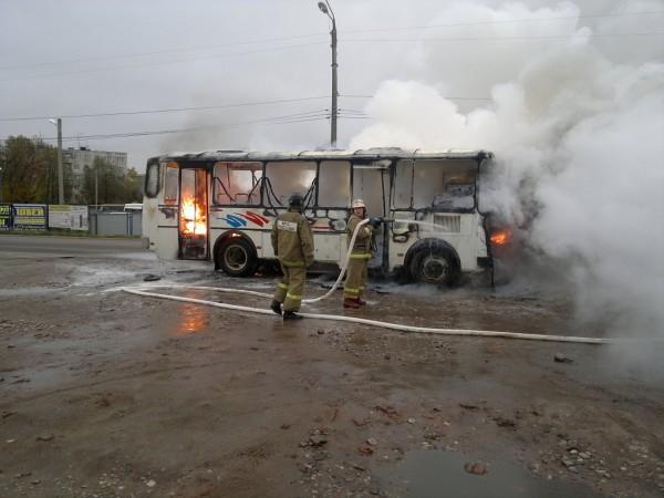 Под Брянском во время движения загорелся автобус