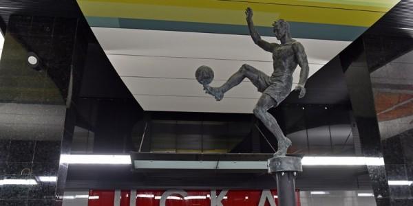 На станции метро «ЦСКА» установлены первые статуи спортсменов