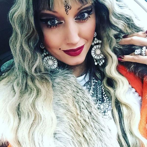 Певица из Новосибирска, которая больна раком, написала песню о маме