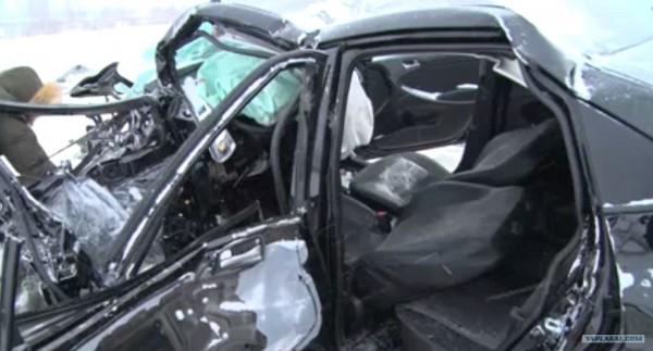 В Ярославле из-за столкновения с грузовиком разбился водитель ВАЗ-2114