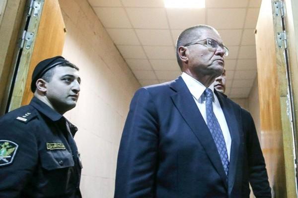 На суде по делу Улюкаева допрашивают генерала ФСБ Феоктистова
