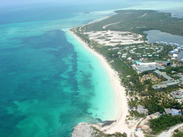 Российские туроператоры отменили программы на Кубе из-за урагана
