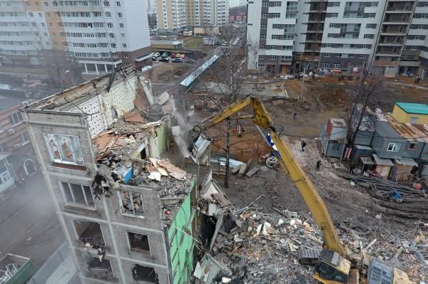 Очередная пятиэтажка «первой волны» пошла под снос на западе Москвы
