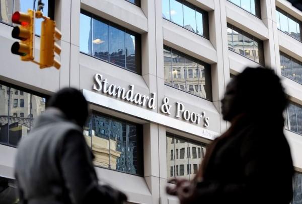 Впервые за 18 лет S&P понизило рейтинг Китая