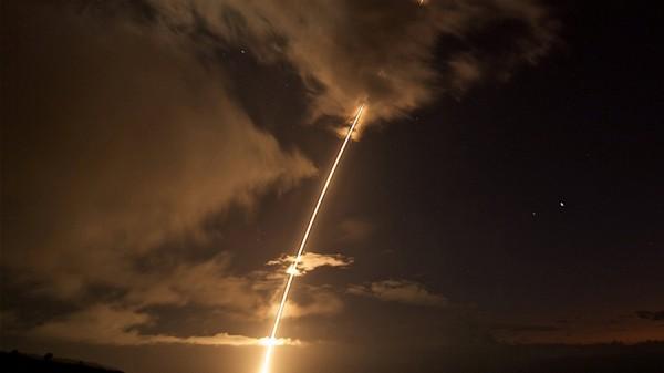 Иран провел удачные испытания новой баллистической ракеты