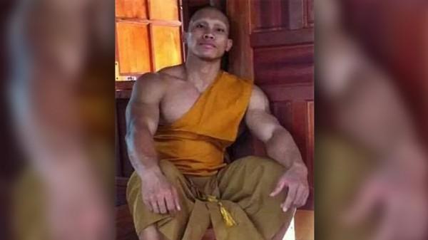 Буддистский монах-качок обратился с просьбой жертвовать лишь здоровую пищу
