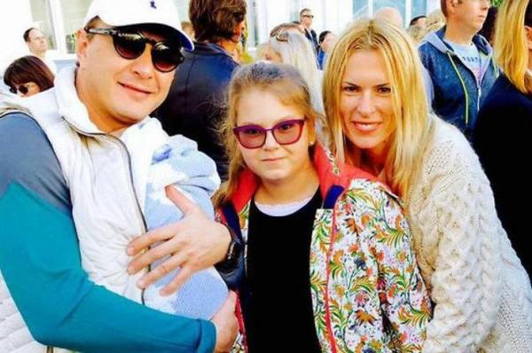 Старшая дочь Башарова перебралась жить к отцу