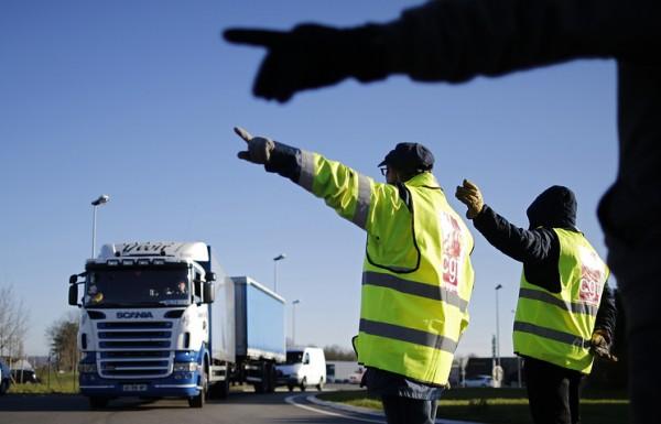 Водителям России придется одевать светоотражающие жилеты