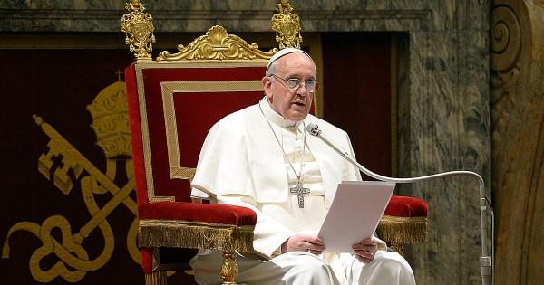 Католики-консерваторы обвинили папу Римского в ереси