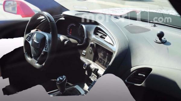 В Сети появились шпионские снимки интерьера Chevrolet Corvette ZR1