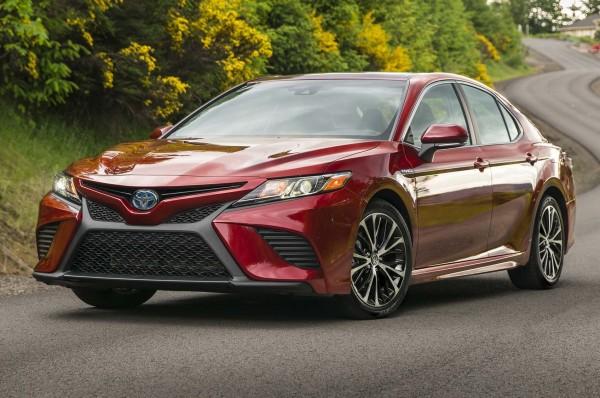 Седан Toyota Camry нового поколения появится на рынке 16 ноября