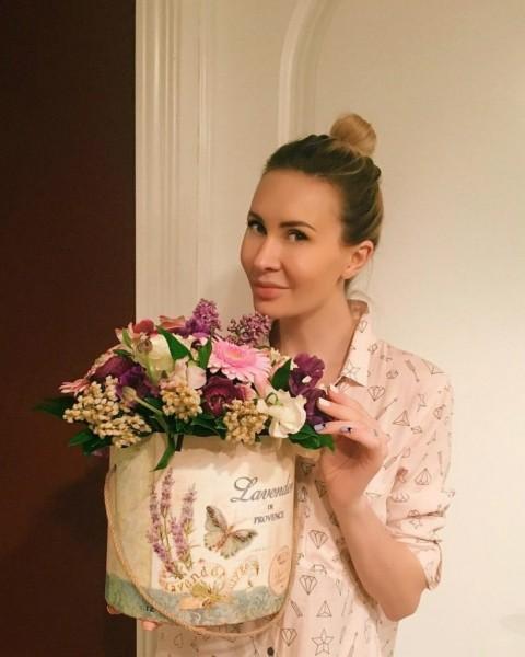 Звезде «Дома-2» Элине Камирен любимый подарил шубу