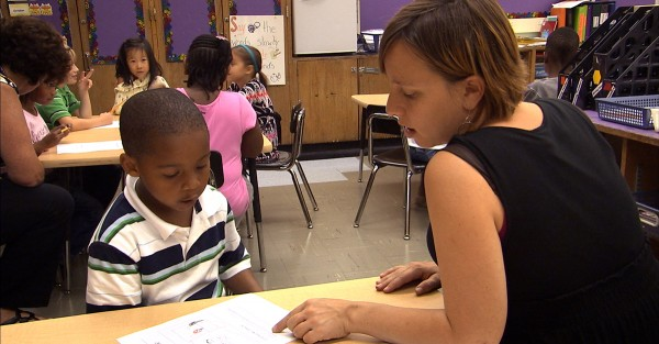В США учительница лишилась работы за обучение детей нацистскому приветствию