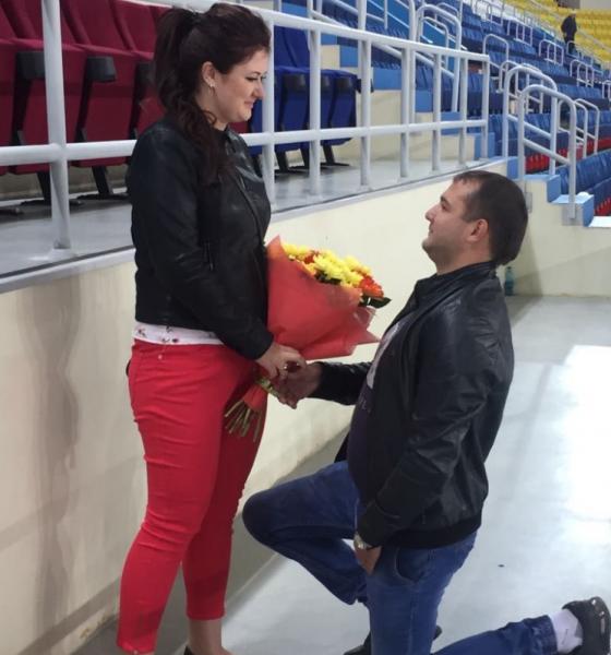 Житель Хабаровска сделал предложение своей девушке на хоккейном матче