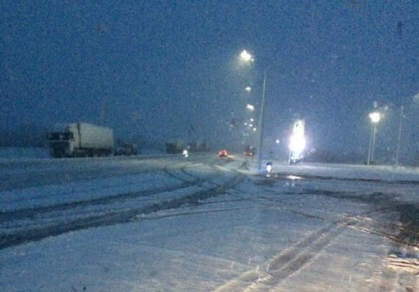 В Красноярском крае снегопады затруднили дорожное движение