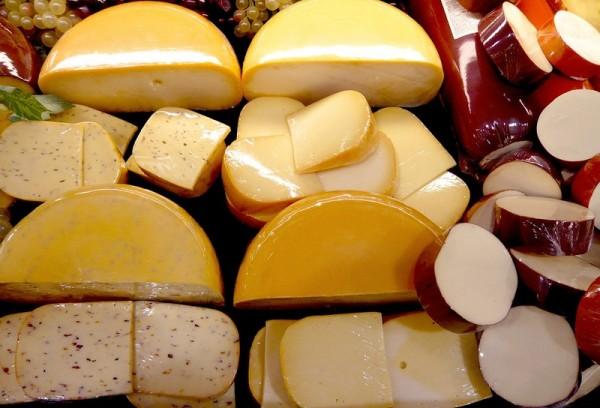 В РФ предлагают ограничить потребление хлеба, сыра и колбасы