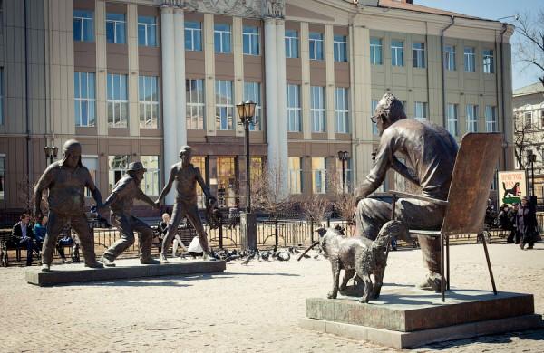 В Иркутске восстановили памятник Гайдаю и его культовым героям