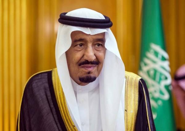 Король Саудовской Аравии позволил женщинам получать водительские права и водить авто