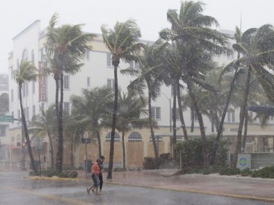 «Охотники за штормом» определили, можно ли устоять на ногах в эпицентре урагана