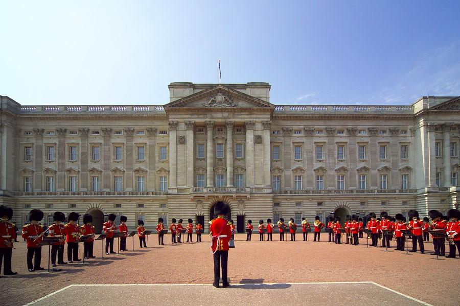 Букингемский дворец возмутился «плохими манерами» Терезы Мэй
