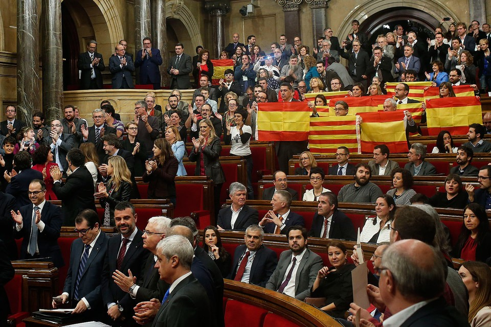 Сотни каталонцев пострадали вборьбе заотделение отИспании