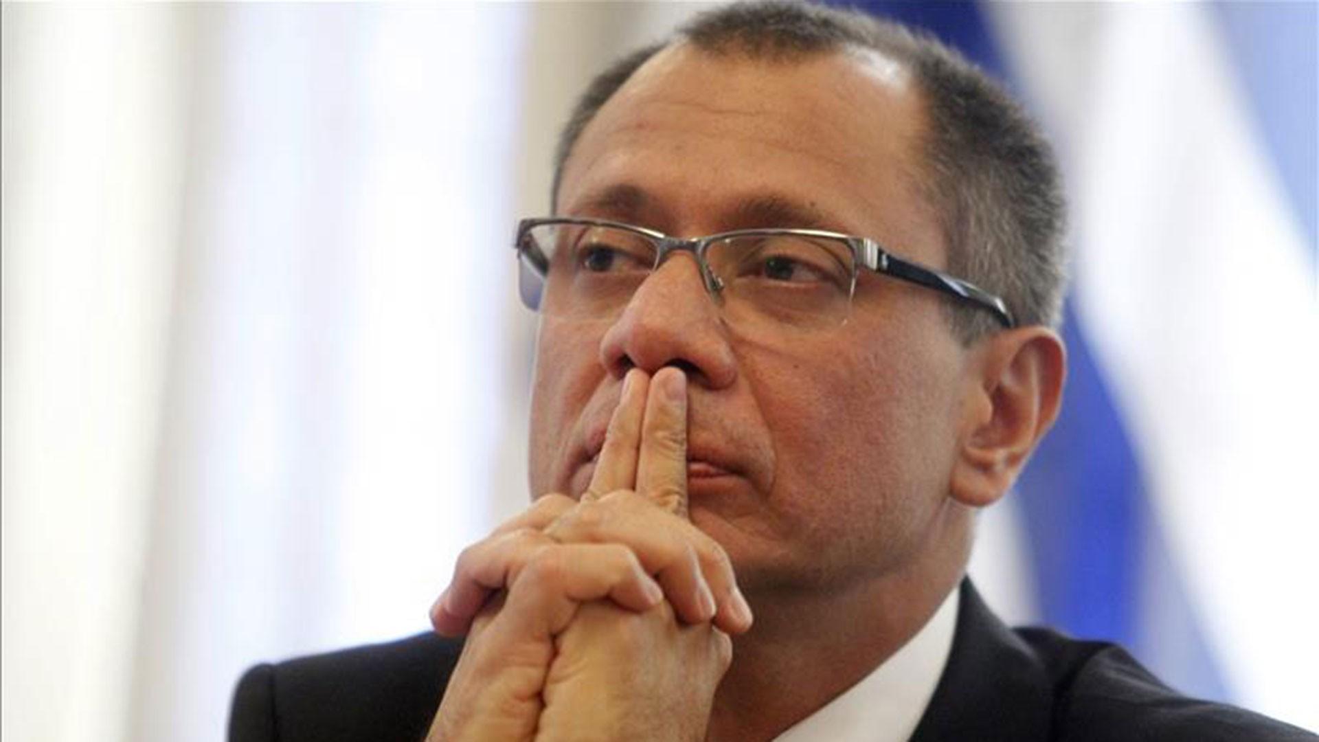 ВЭквадоре суд выдал ордер наарест вице-президента