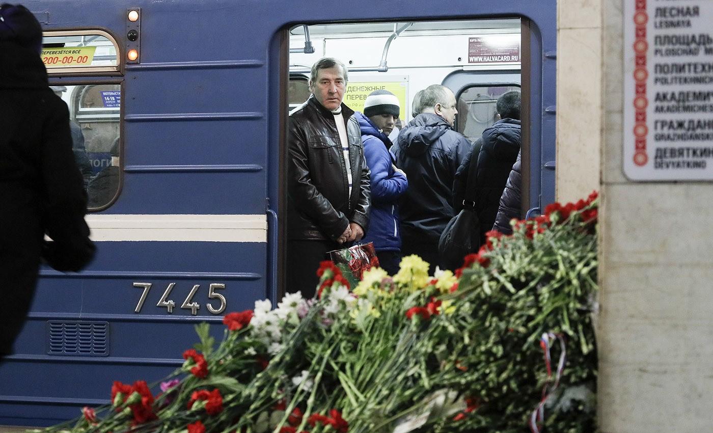 ВПетербурге состоится траурная панихида пожертвам теракта вметро 3апреля