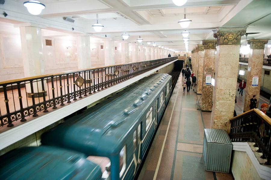 В столице России настанции метро «Комсомольская» появились мобильные кассиры