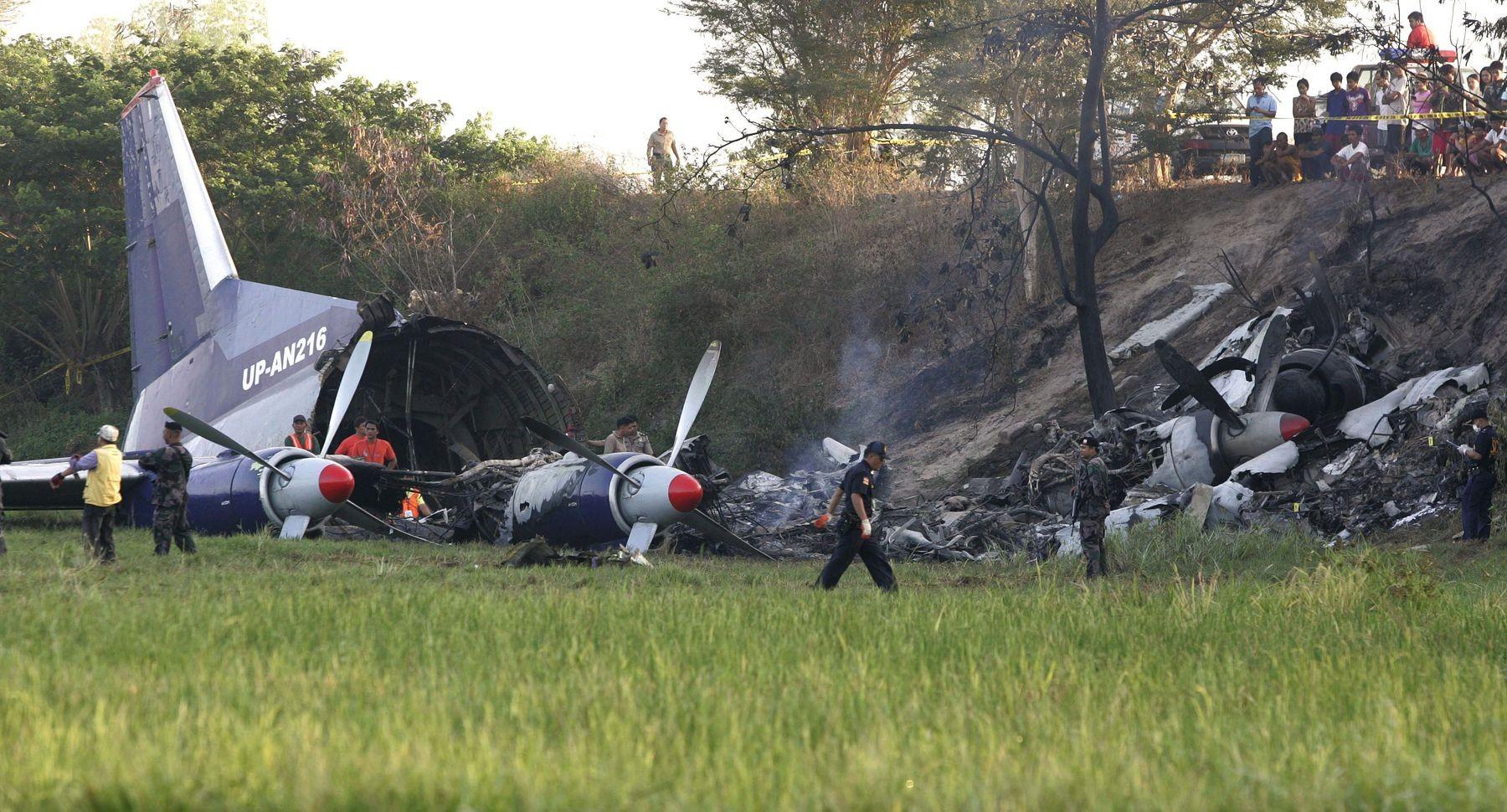 Трое граждан России погибли при крушении военного самолета вКонго
