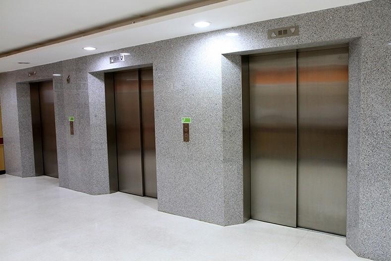 Наюге столицы в 5-ти поликлиниках установят новые лифты