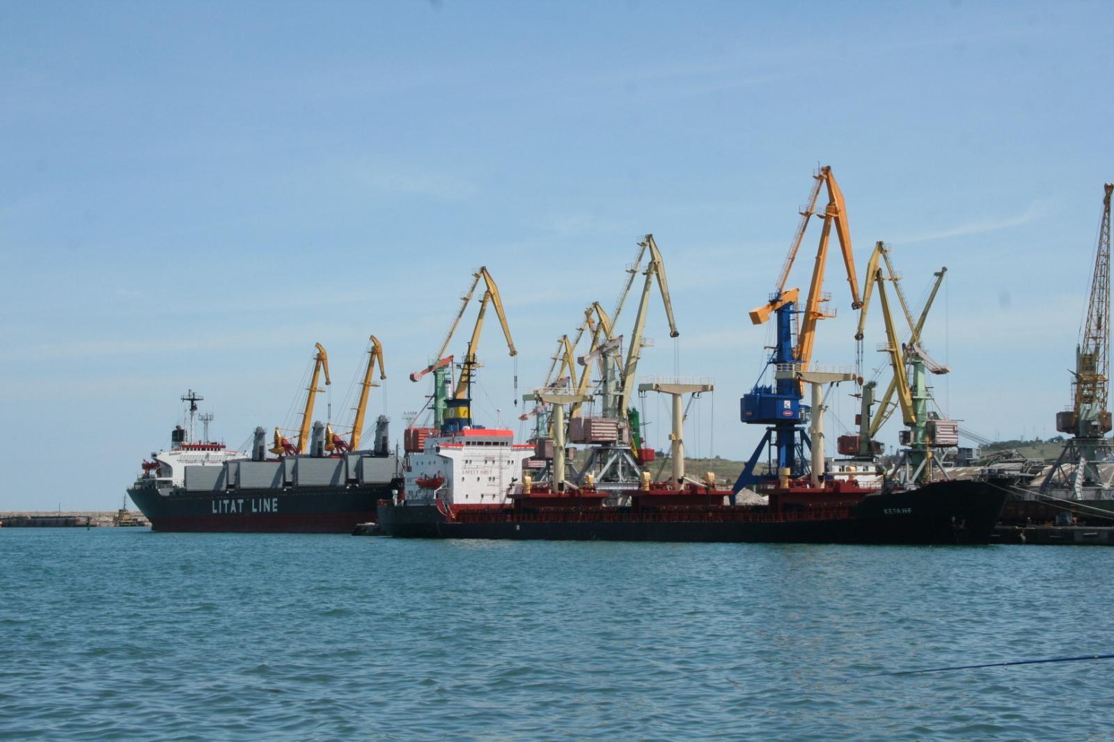 В Раде предложили окружить Крым «токсичной атмосферой» и блокировать суда в портах Турции