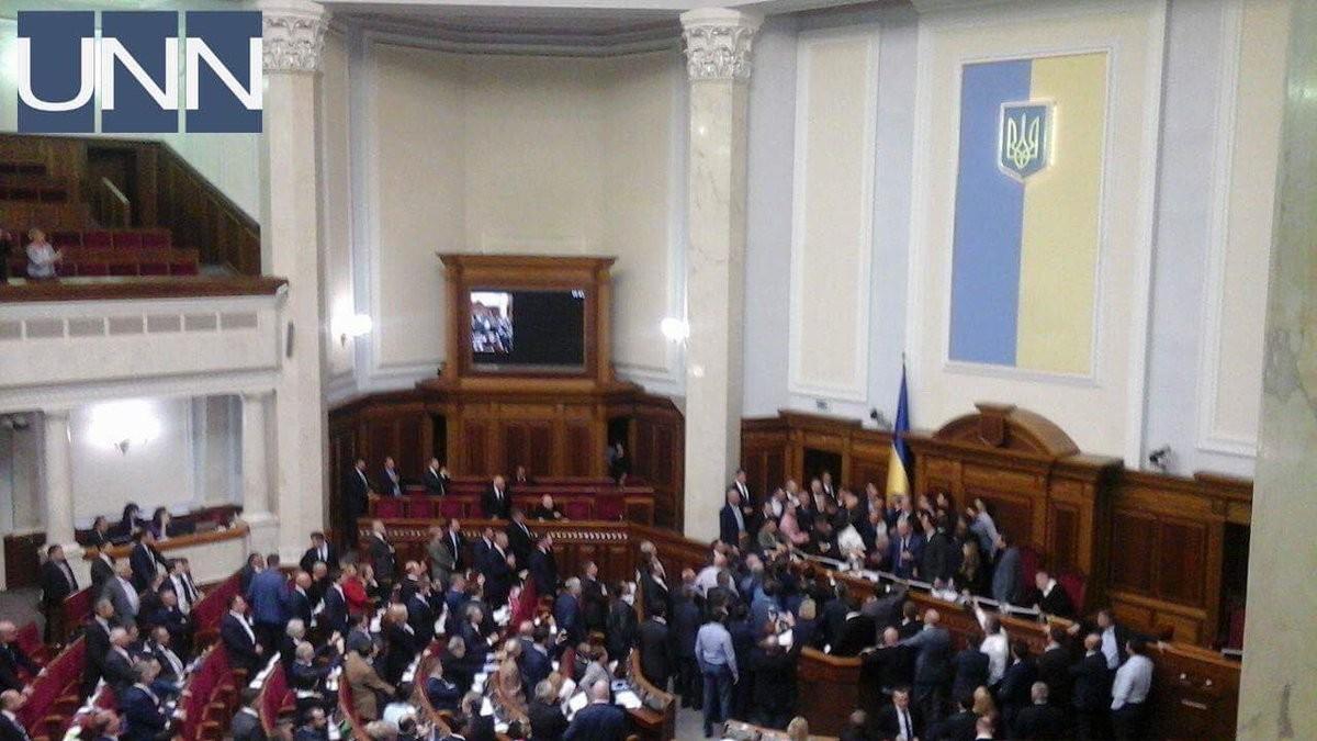 Законодательный проект оДонбассе стал предпосылкой потасовки вВерховной Раде
