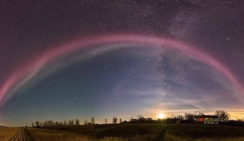 Внебе над Канадой завис знак инопланетного вторжения