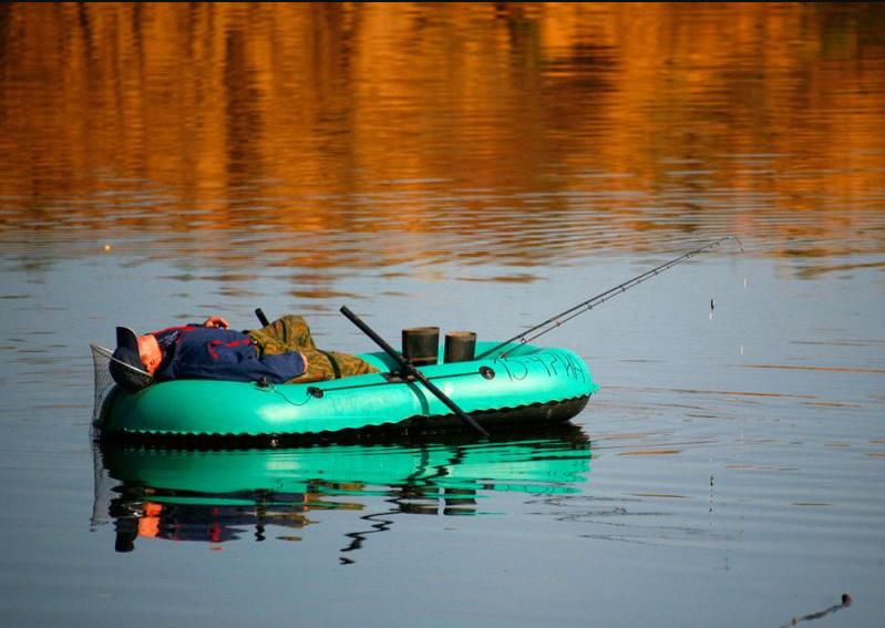 ВПриморье пьяные рыболовы преследовали итаранили полицейскую лодку