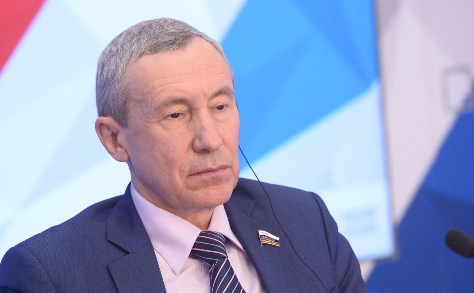 Климову снятые вСША русские флаги напомнили онацистах