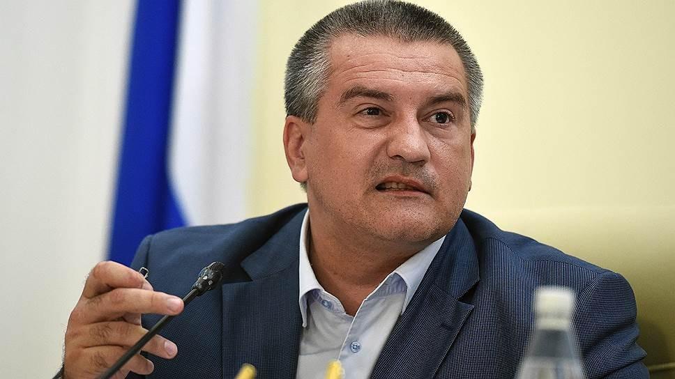 Аксенов предложил использовать «красный террор» для защиты льготников